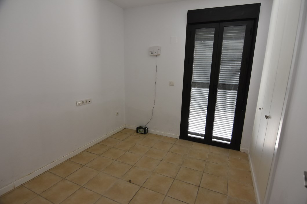 3 Bedroom, 2 Bathroom Apartment in {